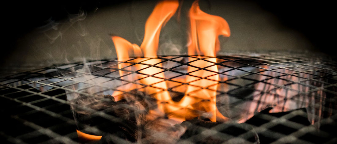 Guide to putting out a grease fire on a grill