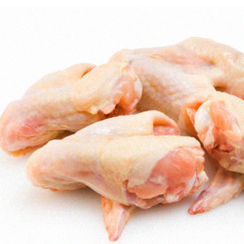 Uncooked chicken wings